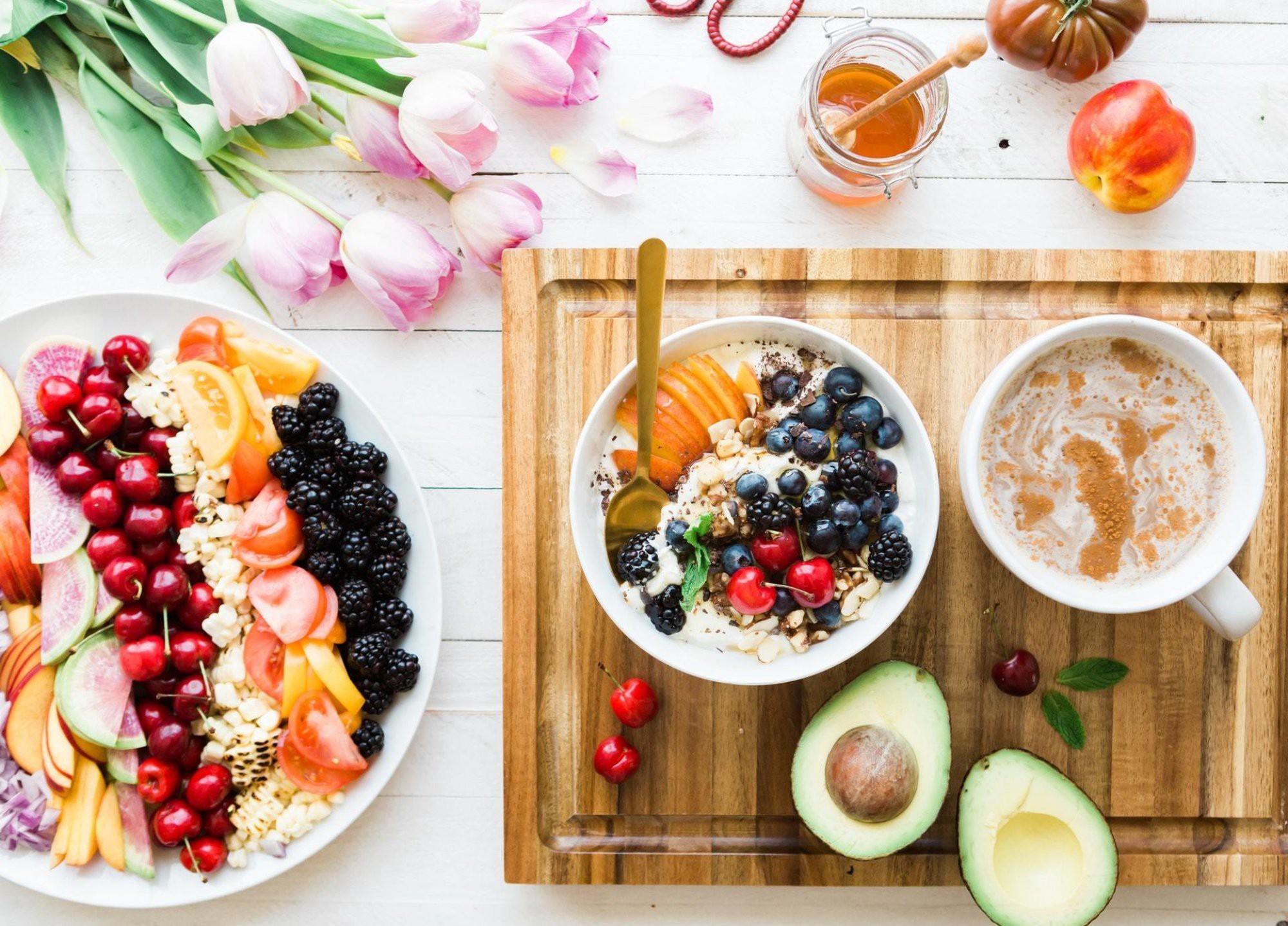 ما الذي يجب أن تعرفه عن تناول الفاكهة إن كنت مريضًا بالسكري - الحمية الغذائية للفاكهة - سكر القصب، والسكر المُحوّل- سكر القصب، والسكر المحول
