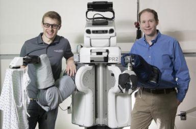 ما مدى أهمية الروبوتات في حياتنا اليومية؟ لماذا يعمل العلماء على تطوير روبوتات قادرة على تقديم المساعدة في ارتداء الملابس ؟