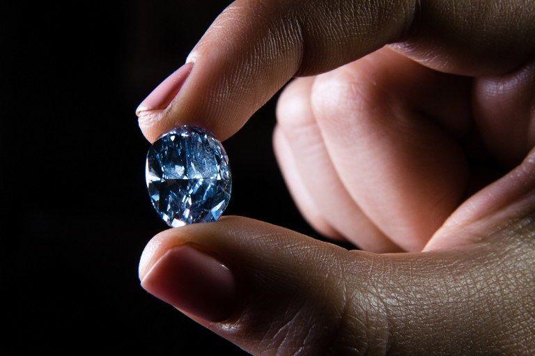 اكتشاف معدن غريب غير معروف سابقًا في قطعة من الألماس