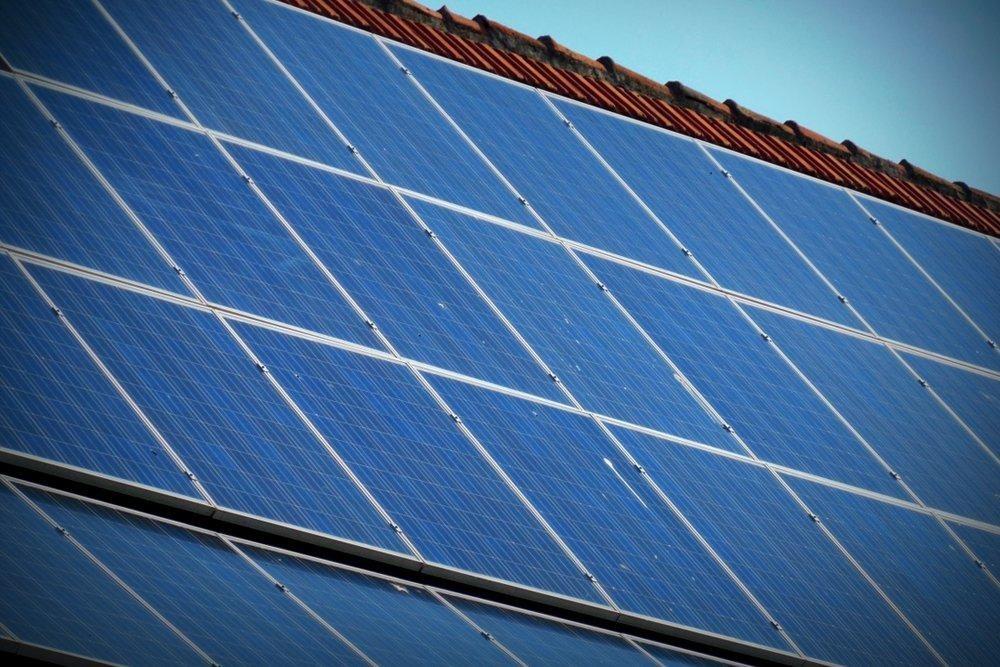 لماذا تُصنع الألواح الشمسية التابعة لمحطة الفضاء العالمية من الذهب؟
