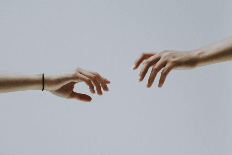 لماذا ندفع من نحب بعيدًا عنا؟