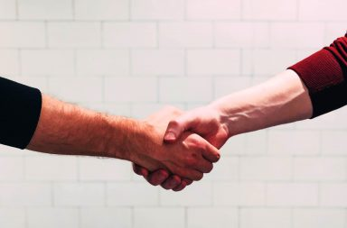 قد لا يشتري لك الامتنان شيئا، لكنه قد يكسبك أكثر مما تتوقعه من الناس - الاعتراف بوجود الخير في حياة الإنسان - شكر الآخرين