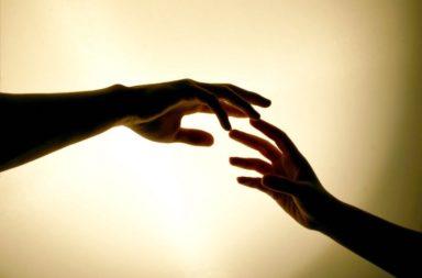 ما هو اضطراب قلق الانفصال عند البالغين - خوف شخص ما من الانفصال عن شخص محدد أو عدة أشخاص أو حيوان أليف حتى - الخوف من الانفصال