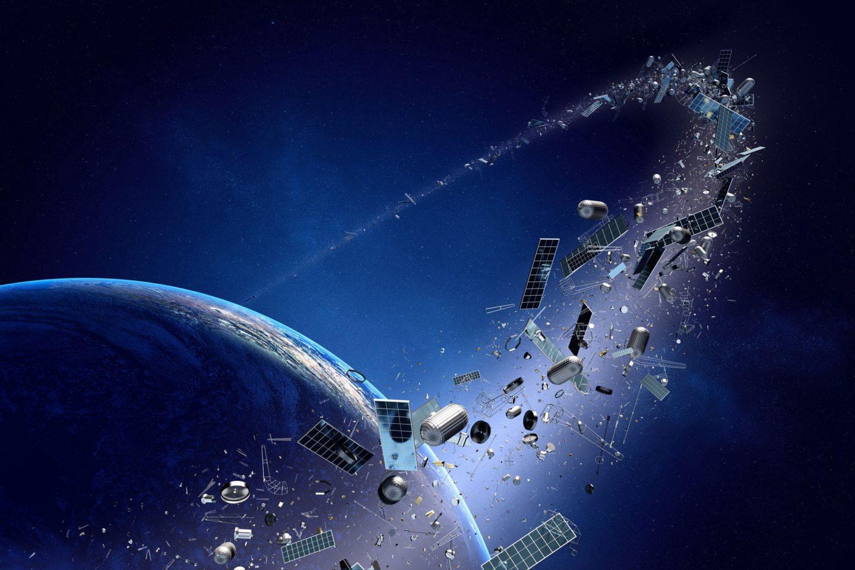 ازدياد مشكلة الحطام الفضائي حول الأرض، والأسوأ احتواؤه على عناصر متفجرة