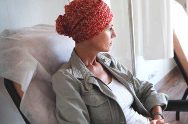 كيف تتعامل مع تساقط الشعر بسبب العلاج الكيميائي؟ - حقائق عن خسارة الشعر بسبب العلاج الكيماوي للسرطان، واستراتيجيات التعامل معها