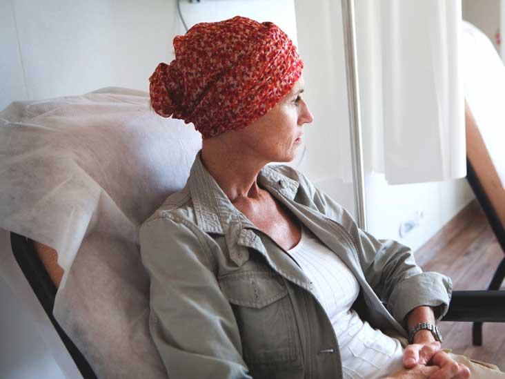 كيف تتعامل مع تساقط الشعر بسبب العلاج الكيميائي؟