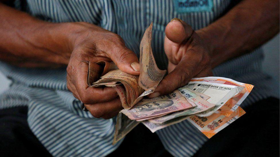 لماذا تطبع الدول النقود خارج حدودها في دول أخرى؟