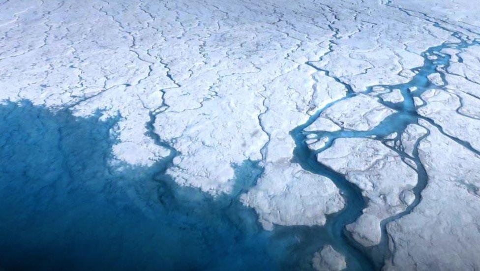 الكشف عن بحيرات ذائبة مخفية تحت جليد القارة القطبية الجنوبية