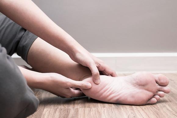 ما أسباب ألم الكعب (العقب)؟ وما علاجه؟