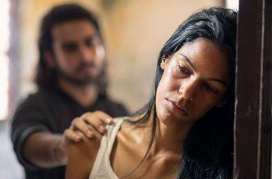هل النساء العاملات أكثر عرضةً للإساءة الزوجية - وباء كوفيد 19 - فيروس كورونا المستجد - الحجر المنزلي - العنف المنزلي - العنف بين الازواج