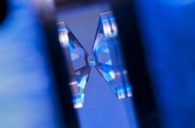 علماء فرنسيون يصرحون بنجاحهم في تحضير الهيدروجين المعدني معمليًا نجاح العلماء في تحضير الهيدروجين المعدني ضمن المختبر الضغط العالي