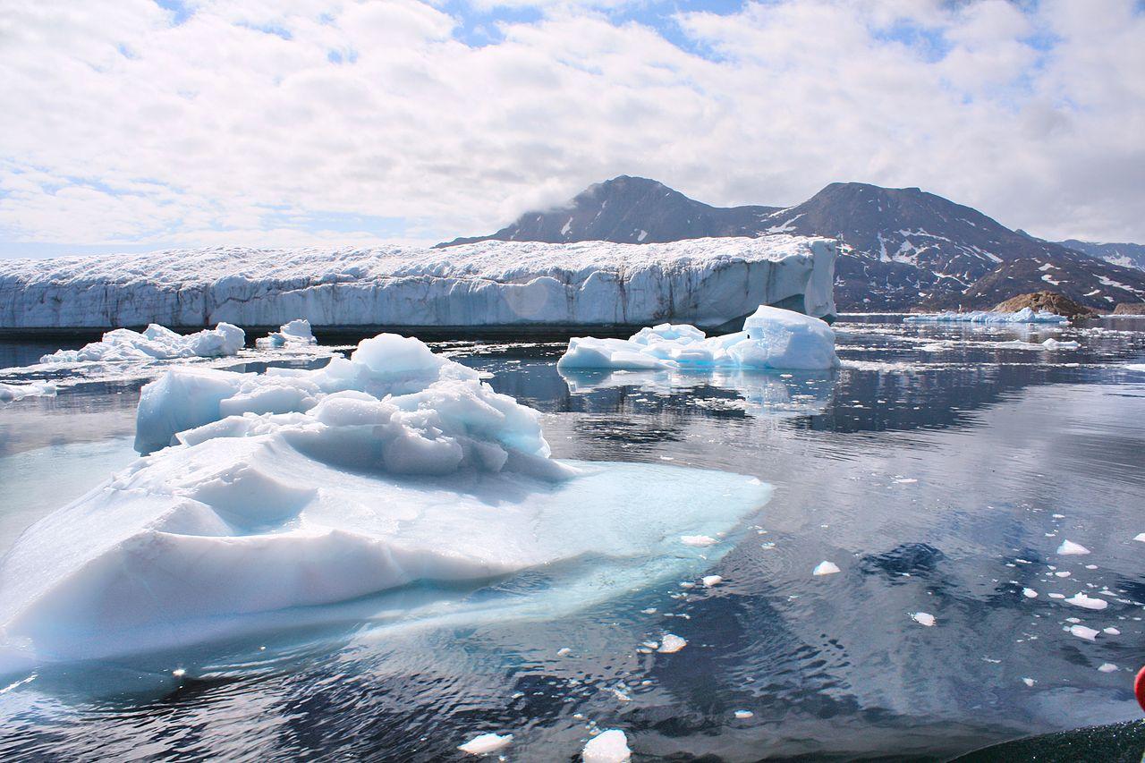 اقتراح بإعادة تجميد القطب الشمالي يتضمن غواصات وجبال جليدية سداسية