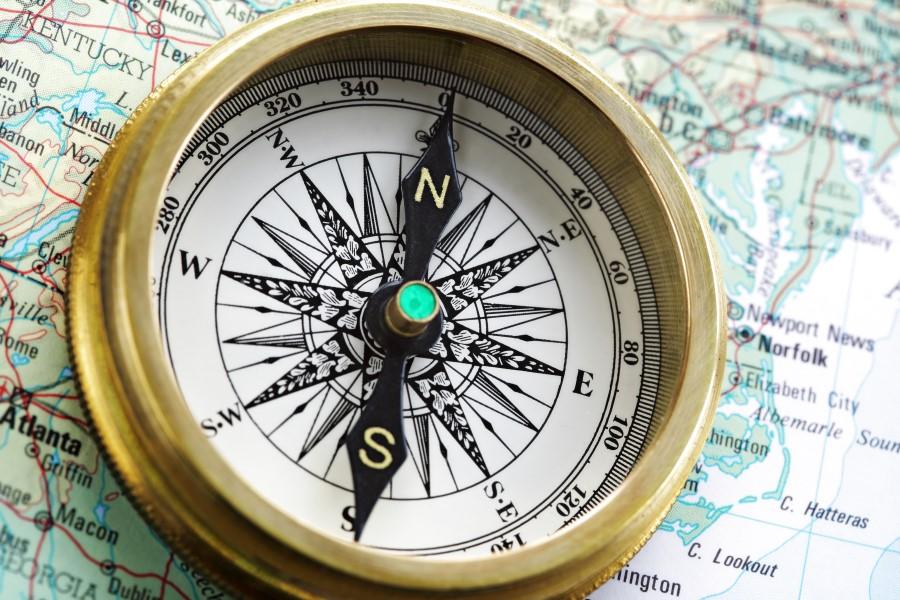 كيف تخبرنا البوصلة باتجاه الشمال عندما نكون في القطب الجنوبي للأرض؟