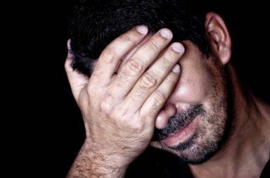كيف تتخطى ألم الشعور بالرفض - الدعم الاجتماعي والحماية الجماعية - منح الرفض الكثير من الاهتمام - الشعور بتأنيب النفس - الثقة بالنفس