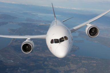 المكان الأكثر أمانًا للجلوس على متن الطائرة أين يجب الجلوس في الطائرة للبقاء على قي الحياة النجاة من حوادث الطائرات انفجار الطائرة
