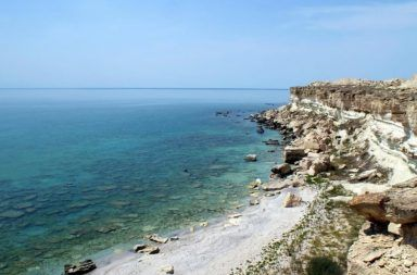 بحر قزوين أكبر مساحة داخلية من المياه جبال القوقاز وسهول آسيا الوسطى أكبر بحيرة في العالم أكبر المسطحات المائية في العالم