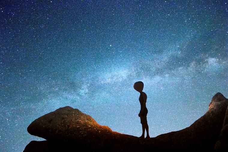 قبل اكتشاف الحياة الفضائية.. يجب على البشر التعرف على أنفسهم أولًا