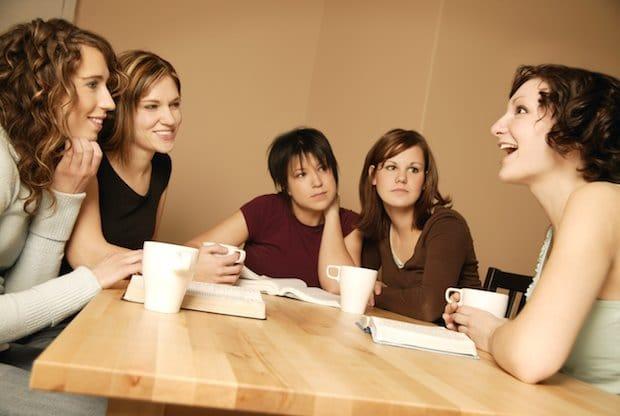 هل حقا تتحدث النساء أكثر من الرجال؟