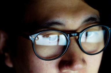 هل توفر النظارات حماية من فيروس كورونا - الأفراد الذين يرتدون النظارات أقل عرضة للإصابة بعدوى فيروس كوفيد -19 - الوقاية من فيروس كورونا