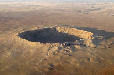العثور على فوهة أحد أكبر النيازك التي ارتطمت بالأرض - تحديد موقع سقوط النيزك - ارتطام الحجر النيزكي بالأرض - ذروة الحقل البركاني