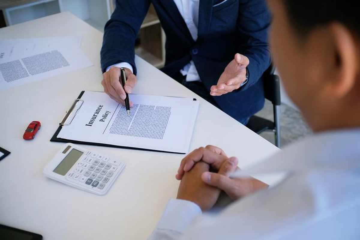 خمس وثائق تأمينية يجب على الجميع اقتناؤها - تأسيس خطة مالية ثابتة - وثيقة التأمين ضد العجز - تغطية التأمين الصحي - خدمات العناية الطبية