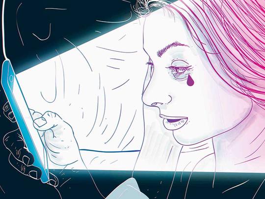 ست طرق لحماية صحتك العقلية من مخاطر وسائل التواصل الاجتماعي - وسائل التواصل الاجتماعي مضرة بالصحة العقلية - العزلة الاجتماعية والوحدة