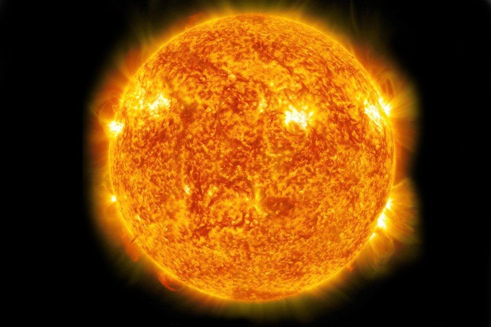 الشمس قوية لكن ضوءها ضعيف جدًا مقارنةً بانفجارات أشعة غاما