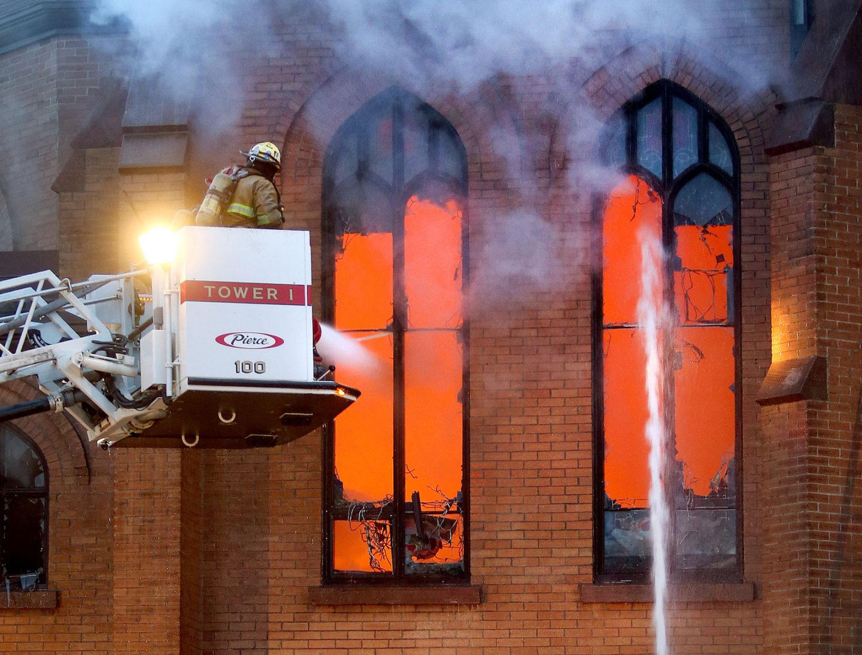 لماذا تنكسر النوافذ الزجاجية عند اندلاع الحرائق؟