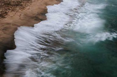 المد والجزر يحفزان الزلازل وقد نعرف السبب أخيرًا ما هي علاقة المد والجزر بالزلازل تأثير حركة مياه المحيطات على حركة الصفائح التكتونية