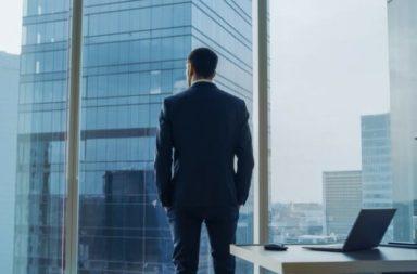 ما الفرق بين المدير التنفيذي والرئيس - من المسؤول عن اتخاذ القرارات الرئيسية للشركات - المسؤول عن إدارة عمليات الشركة ومواردها - الرئيس في الشركة