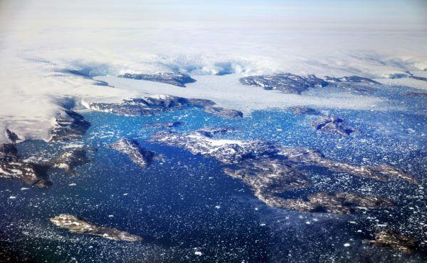 القطب الشمالي يصل إلى درجة الذوبان في منتصف الشتاء وَسَطَ ذهول العلماء!