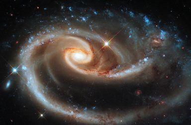 فجوات الفضاء المشوهة يمكن أن تساعدنا في قياس تمدد الكون بدقة ما هي علاقة الطاقة المظلمة بتمدد الكون المادة المظلمة والتضخم الكوني