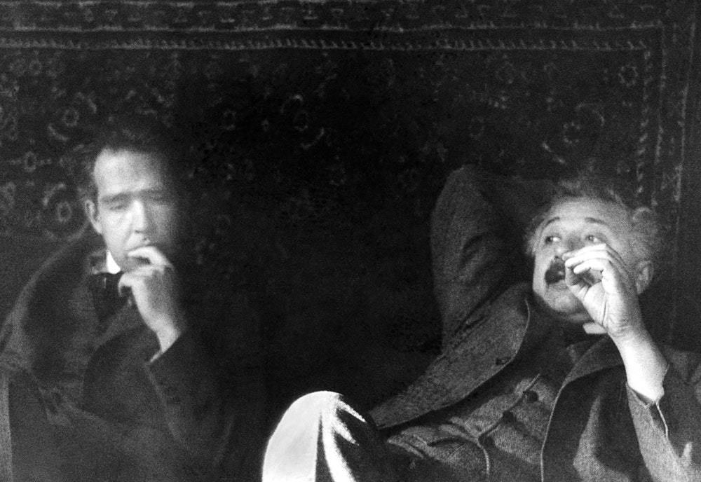 الجدال بين نيلز بور وأينشتاين حول التشابك الكمي
