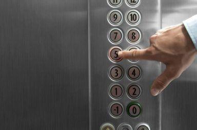 ماذا يحدث عند انقطاع حبال المصعد وسقوطه ما الذي يجب أن تفعله عند تعطل المصعد وسقوطه نحو الأرض ارتطام المصعد بالأرض سلامة المصاعد