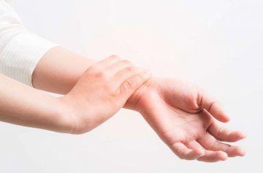 نوبة الصرع الجزئي: الأسباب والأعراض والتشخيص والعلاج التشنجات أو النوبات والتي تصيب الجسم مسببة تقلصات في العضلات فقدان الوعي
