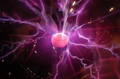 الخط الزمني لنشوء الكون فترة الكواركات القوى النووية الضعيفة القوة الكهرومغناطيسية البلازما مصادم الهادرونات الكبير سيرن بلازما الغلونات