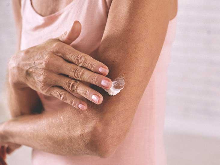 تقشر الجلد: الأسباب والعلاج