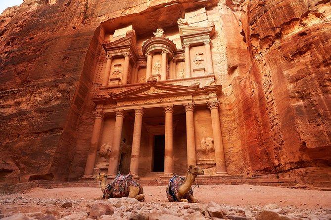 البتراء: ياقوتة الأردن - البتراء مدينة عريقة في الأردن تعود نشأتها إلى القرن الرابع قبل الميلاد - معلومات وحقائق حول مدينة البتراء التاريخية