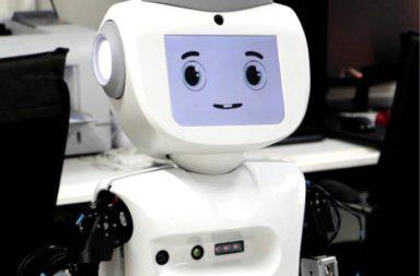 شيء ما يتغير في أدمغتنا وسلوكنا عندما تنظر أعين الروبوت إلينا! وجد الباحثون أن نظرة الروبوت صوب البشر تغير من سلوكهم واستراتيجياتهم في اللعبة