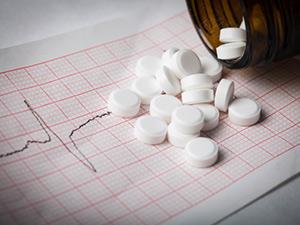 دواء نيتروغلسرين: الاستخدامات والجرعات والتأثيرات الجانبية والتحذيرات