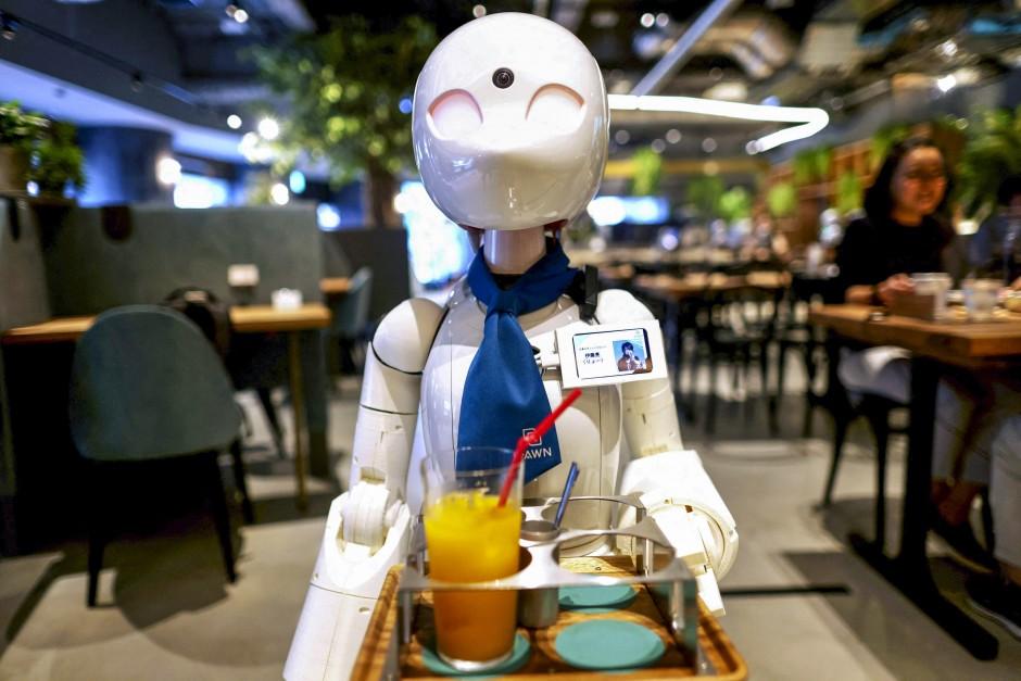 نُدل طوكيو الآلية تُقدم رؤية جديدة لدمج ذوي الاحتياجات الخاصة مهنيًا في المجتمع
