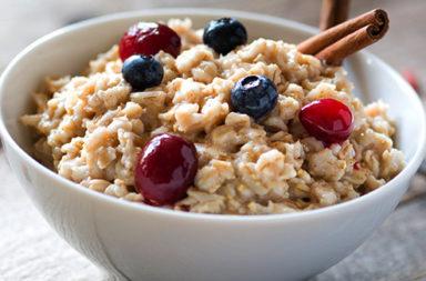 مكافحة القلق بالطعام: هل هي استراتيجية ناجحة؟ ما الذي يمكنك تناوله من أجل تحسين مزاجك؟ ما هي الأطعمة المحسينة اللمزاج والمزيلة للقلق