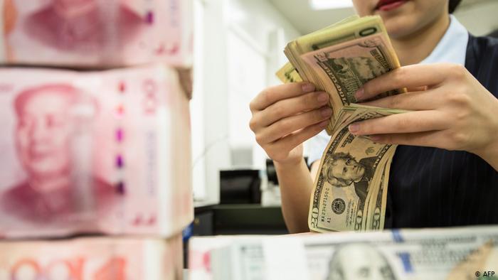 الآثار العالمية لتخفيض الصين قيمة اليوان عام 2015 - لماذا قام بنك الشعب الصين بتخفيض قيمة اليوان الصيني ثلاث مرات متتالية
