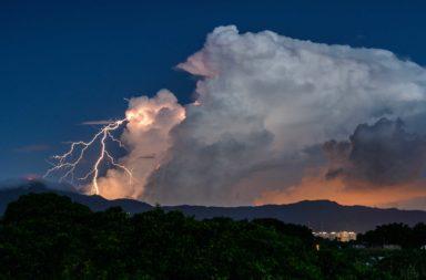 دراسة جديدة حول أسباب العواصف الرعدية ووابل الأمطار - اضطراب وإخلال جوي يمتاز بكثافة البرق والرعد والرياح العاتية - العاصفة الرعدية