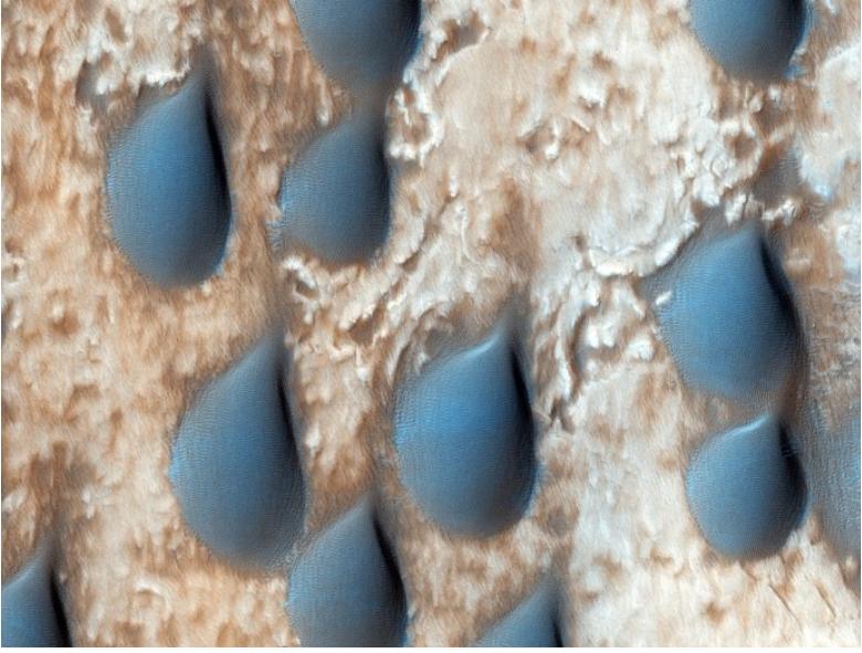 أغرب الصور التي التقطت لكوكب المريخ حتى الآن - بعض الصور الرائعة التي تظهر غرابة كوكب المريخ وجماله - فوهة بركانية مليئة بالثلج