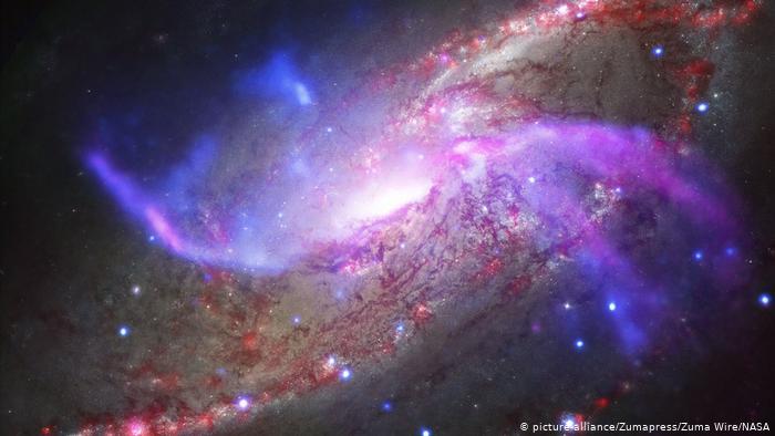 اكتشاف مجرة عملاقة أضاءت الكون مباشرةً بعد الانفجار العظيم