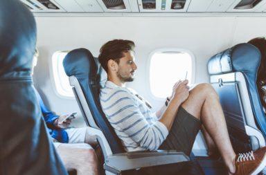 ما هو أسوأ مقعد على الطائرة ؟ ما هو أسوأ مقعد يمكنك الجلوس عليه على متن طائرة تجارية؟ لم المقاعد الخلفية في الطائرة اختيار سيء؟