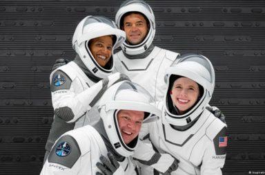 رحلة إنسبيرايشن4 لسبيس إكس تعود إلى الأرض بأمان بعد رحلة تاريخية حول مدار الأرض مدة 3 أيام - المهمة التاريخية إنسبيرايشن 4 لسبيس إكس