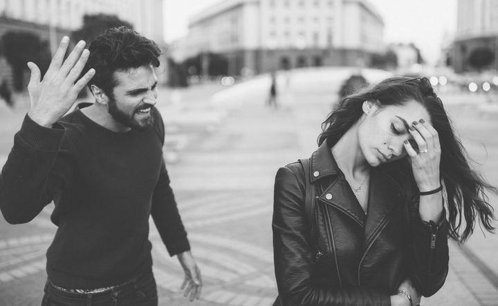ما هي علامات الإساءة العقلية والعاطفية - العلامات الواضحة للإساءة العقلية أو العاطفية - الإساءة بالقول أو بالفعل والإصرار عليهما