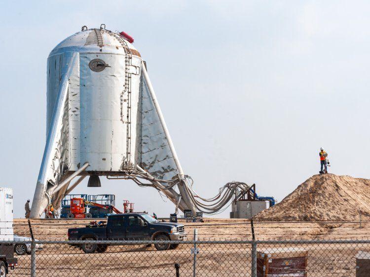 نجاح شركة سبيس إكس في أول اختبار طيران للنموذج الأولي لمركبة السفر إلى المريخ